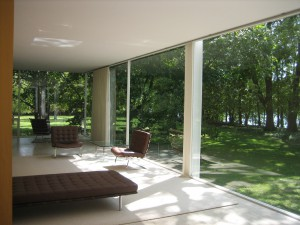 The remarkable windows in the Farnsworth House bring the outside in.